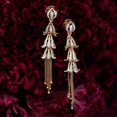 Gold Jewelry Design In India Info: 6089262331 Jewelry Design Earrings, Gold Earrings Designs, Gold Jewellery Design, Ear Jewelry, Bridal Jewelry, Jewelery, Gold Designs, India Jewelry, Jewelry Stand