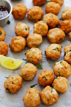 Chicken meatballs ready to serve. Meat Recipes, Dinner Recipes, Cooking Recipes, Healthy Recipes, Easy Delicious Recipes, Yummy Food, Ground Chicken Meatballs, Ground Chicken Meatloaf, Chicken Meatball Recipes