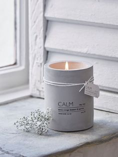 Add a touch of industrial chic with this on-trend concrete aromatherapy candle. Add a touch of industrial chic with this on-trend concrete aromatherapy candle. Small Candles, Diy Candles, Scented Candles, Candle Jars, Candle Holders, Design Candles, Decorative Candles, Modern Candles, Candle Containers