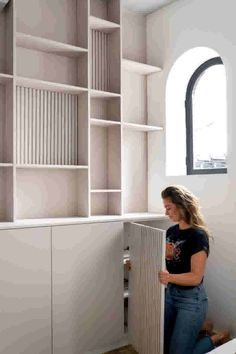 Cupboard Shelves, Storage Shelves, Office Furniture, Diy Furniture, Interior Inspiration, Living Room Designs, Bookcase, Sweet Home, Decoration