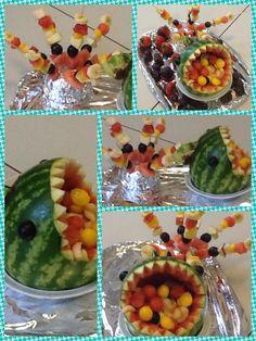 Meloen met fruitstokjes