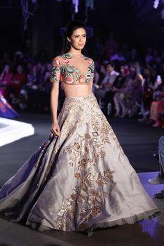 Indian bridal lehenga by Manish Malhotra Indian Fashion Online, India Fashion, Asian Fashion, Trendy Fashion, Women's Fashion, Ethnic Fashion, Fashion Ideas, Fashion Design, Indian Bridal Lehenga