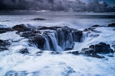 Thor's Well, Oregon by Pierre-Olivier Fortin - Photo 71273511 / History Of Photography, Nature Photography, Photography Aesthetic, Thors Well Oregon, Stunning Wallpapers, Oregon Travel, Great Pic, Road Trip Usa, Phone Backgrounds