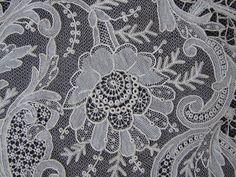 Maria Niforos - Fine Antique Lace, Linens & Textiles : Antique Lace # LA-60 Magnificent Brussels Lace Oval Wedding Veil