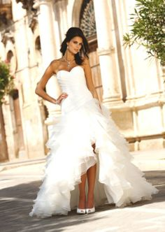 Wedding Dress with asymmetric organza skirt Linéa Raffaelli Elegant Ball Gowns, Elegant Wedding Dress, Perfect Wedding Dress, Cheap Wedding Dress, Designer Wedding Dresses, Wedding Dress Organza, Bridal Dresses, Wedding Gowns, Party Dresses
