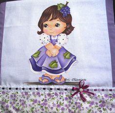 Pano de prato decorativo pintado com a menininha uva;    Pano de prato da marca estilotex de excelente qualidade e acabamento de tecido tricoline em toda borda do pano.