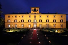 Charming wedding on the hill, Villa by night