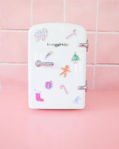 Keep your skincare and cosmetics fresher for longer Mini Makeup, Cute Outfits For Kids, Tips Belleza, Beauty Room, Face Skin, Diy Face Mask, Makeup Cosmetics, Beauty Skin, Cool Things To Buy