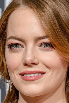 emma stone Close-Up - Celebrity Nude Leaked! Red Carpet Makeup, Popular Actresses, Emma Stone, Celebrity Photos, Pretty People, Close Up, Golden Globes, Nude, Portrait