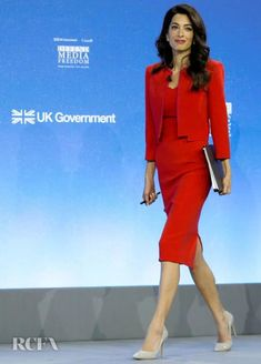 Amal Clooney: Lady In Red For The Global Conference - Red Carpet Fashion Awards Amal Clooney, Lawyer Fashion, Office Fashion, Power Dressing, Star Fashion, Fashion Outfits, Victoria's Secret, Business Outfits, Work Attire