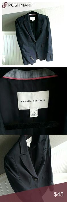 NWOT Banana Republic Blazer! Selling a NWOT Banana Republic Blazer! This jacket is very comfortable, stylish and great for dressing up! Size 8 and ready for wear! Banana Republic Jackets & Coats Blazers