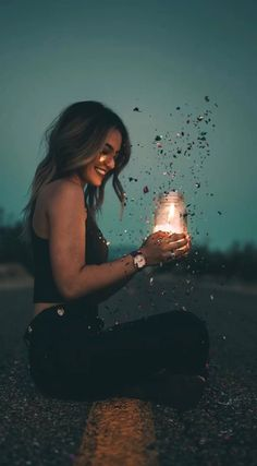 Celebrate All Your Moments In Life. Your All In One Party Planner Light Photography, Creative Photography, Photography Poses, Kreative Portraits, Animated Love Images, Empire Romain, Lovely Girl Image, Draw On Photos, Beautiful Gif