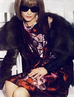 """Snejana Onopka is playing Anna Wintour in this great """"L'Icone"""" editorial shot by Mario Testino for Vogue Paris August 2007"""