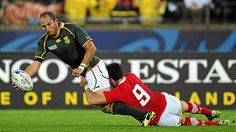 In the week that the All Blacks dropped the scrumhalf who helped to secure victory in the 2011 World Cup, the Springboks recalled the scrumhalf crucial to winning the trophy in 2007. Piri Weepu is 30 and, apparently, over the hill. Fourie du Preez is 31 and, according to Bok coach Heyneke Meyer, set to be his first choice in the position at the 2015 World Cup.