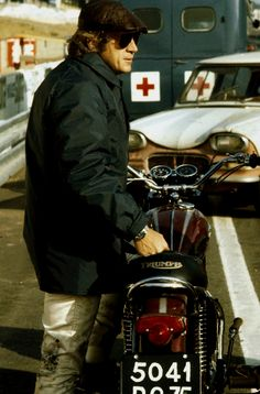 Steve McQueen at Le Mans 1970 Steve Mcqueen Triumph, Steve Mcqueen Le Mans, Actor Steve Mcqueen, Hollywood Party, Hollywood Icons, Steeve Mac Queen, Triumph Bonneville Custom, Montgomery Clift, American Legend