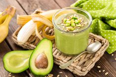 Avocado and banana smoothie with oats with ingredients in glass jar on wooden background, healthy eating - stock image . Oat Smoothie, Oatmeal Smoothies, Smoothie Recipes, Healthy Fruits, Healthy Snacks For Kids, Healthy Dinner Recipes, Healthy Chicken Spaghetti, Nutrition And Dietetics, Weight Loss Snacks