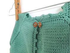 Baby cardigan step by step tutorial full of images.