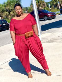 When we are truly confident and secure, the opinions of others cannot control us. ❤️ SHOP for the Harem Jumpsuit! Fanny Pack Belt CONFIDENCE IS FREE 💅🏽 . Curvy Plus Size, Moda Plus Size, Plus Size Model, Fat Fashion, Curvy Fashion, Sheer Maxi Dress, Plus Size Fashion Tips, Curvy Dress, Night Outfits