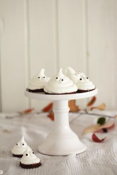 Halloween Meringue Ghost Cookies