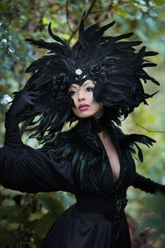 Extraordinary large feather headdress, made of real feathers and venetian lace.Very lightweight, 100% handmade in Germany. Large Feathers, Black Feathers, Fascinator, Mythical Birds, Gothic Hairstyles, Feather Headdress, Dark Beauty, Gothic Lolita, Gothic Fashion