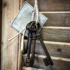 De sleutel naar..... Oude bos sleutels stoer om op te hangen! #hetgrachtenpand #vianen #landelijke #woon #accessories #lovely #lifestyle by het_grachtenpand_vianen