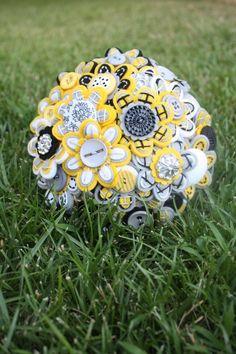 Custom Color Bridal Felt Button Bouquet por MissJenniferRae en Etsy