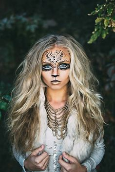 This lioness makeup is so fierce and complicated, and looks super fun to put together. I would love to rock this look on Halloween. Halloween Looks, Halloween 2016, Happy Halloween, Halloween Costume For Blondes, Pretty Halloween Makeup, Pretty Halloween Costumes, Lion Halloween Costume, Pretty Costume, Lioness Makeup