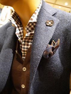 奥のマネキンも【LARDINI】のコートでお客様をお出迎えしております。 || BEAMS