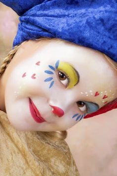 Create pretty paisley stones to decorate your garden, a potted plant, or even just as a pretty paperweight! Cute Clown Makeup, Halloween Makeup, Halloween Face, Clown Faces, Creepy Clown, Face Painting Designs, Body Painting, Clown Face Paint, Female Clown