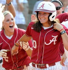 Roll tide :)) A smile from Kaila Hunt and a big congratulations from Jazlyn Lunceford. Alabama Softball, Bama Football, Softball Players, Alabama Crimson Tide, Roll Tide, Girls In Love, Female Athletes, College Life, Dream Big