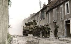 Sherman of the Sherbrooke Fusiliers Regiment ( Armoured Regiment ), Canadian Armoured Brigade (Independent ) covers soldiers of the Fusiliers Mont-Royal, Canadian Infantry Division in Rue des Ursulines in Falaise, Lower Normandy. Sherman Tank, Ww2 Photos, History Online, Ww2 Tanks, Canada, D Day, Normandy, Military History, World War Two