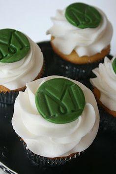 And Everything Sweet: Anniversary Monogram Cupcakes Cute Cupcakes, Birthday Cupcakes, Gourmet Cupcakes, 20th Anniversary, Anniversary Dinner, Anniversary Parties, Monogram Cupcakes, Dessert Buffet, Beautiful Cakes