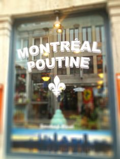 Montréal - Poutine, plat typique. Quebec Montreal, Montreal Ville, Quebec City, Canada Trip, O Canada, Canada Travel, Cool Countries, Countries Of The World, Saint Jean Baptiste