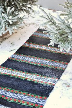 Discount Carpet Runners By The Foot Tapestry Weaving, Loom Weaving, Hand Weaving, Diy Carpet, Rugs On Carpet, Scandinavian Embroidery, Weaving Projects, Textiles, Weaving Patterns
