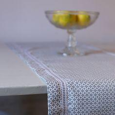 Härlig duk till köksbordet från #shynessinterior