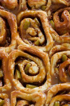 Caramel Apple Cinnamon Rolls - Ready in 1 Hour and so good! Perfect for apple season! #cinnamonrolls #onehourcinnamonrolls #breakfastrolls | Littlespicejar.com @littlespicejar