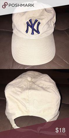 95c44c8e971 New York Yankees Hat It has an adjustable back closure.