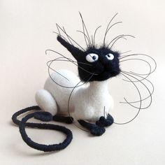handmade toys Handmade toy cat Solange from Hallmarks of Felinity by Brooke McEldowney. Needle Felted Animals, Felt Animals, Needle Felting Tutorials, Felt Cat, Cat Doll, Cat Drawing, Felt Toys, Fabric Art, Handmade Toys