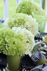 Repeating the element across the table is a pretty and fresh look.