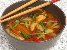 Supă cu tăiţei de orez şi ciuperci shitake Thai Red Curry, Supe, Ethnic Recipes, Food, Salads, Essen, Meals, Yemek, Eten