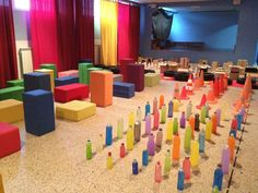 Instalaciones Space Activities, Infant Activities, Baby Learning, Learning Spaces, Toddler Play, Toddler Preschool, Reggio Emilia, Color Wars, Early Childhood