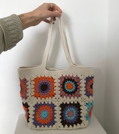 Cute Crochet, Crochet Crafts, Crochet Projects, Knit Crochet, Crochet Square Patterns, Crochet Squares, Crochet Designs, Granny Square Bag, Granny Squares