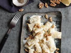 Gorgonzola-Parmesanpasta mit gerösteten Walnüssen | sweet paul