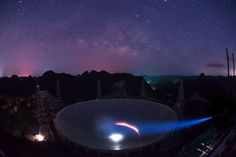 「中國天眼」FAST在滿天繁星下呈現出的美麗景觀(新華社)