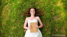 Jak se stát nehorázně šťastným člověkem: postup, který vám změní život | ProNáladu.cz Strapless Dress, White Dress, Medical, Wedding Dresses, Workout, Health, Mantra, Women, Relax
