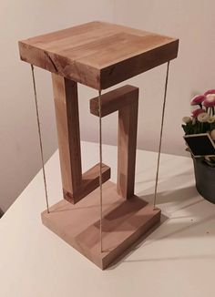 Diy Furniture Plans, Home Decor Furniture, Furniture Projects, Wood Furniture, Diy Wooden Projects, Wooden Diy, Scandinavian Home Interiors, Simple Wood Carving, Floating Table
