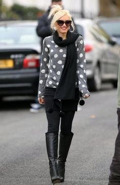 Oversized polka dot sweater, black skinnies, knee boots  #GwenStefani #fallfashion