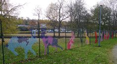 fence decor- draw animals with paper or string Link Art, Fence Art, Yarn Bombing, Textiles, Community Art, Public Art, Yard Art, Animal Drawings, Art School