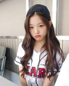 "[IZ*ONE FB] 181014 ""[📷] Releasing IZ*ONE's photos from baseball stadium to make everyone's weekend happy💕 Cute Japanese Girl, Cute Korean Girl, Japanese Girl Group, Asian Girl, Kpop Girl Groups, Korean Girl Groups, Kpop Girls, Young The Giant, Korean Makeup Look"