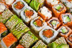 Distintas recetas de rollitos de sushi (makis)